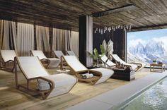 Infinity è una chaise longue per esterni di Atmosphera, proposta da Spazio Schiatti ed ideale in terrazzi, giardini e dehors.