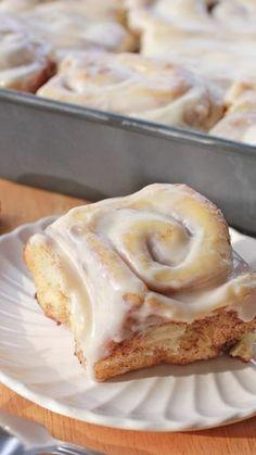 Fluffy, Homemade Cinnamon Rolls homemade cinnamon rolls recipe easy Divas Can Cook Best Cinnamon Roll Recipe, Homemade Cinnamon Rolls, Best Cinnamon Rolls, Homemade Rolls, Cinnamon Bread, Baking Recipes, Dessert Recipes, Baking Desserts, Baking Ideas