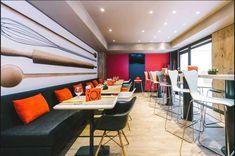 En el Hotel Ibis Maravillas llevamos a cabo un proyecto de dirección de obra e interiorismo en el lobby, restaurante y área de servicios comunes. Conference Room, Cabo, Furniture, Home Decor, Hotels, Restaurants, Flats, Interiors, Blue Prints