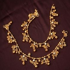 Someone seek for: anklets for women! come across to effectively a large number of hand crafted, classic, and distinct goods and presents linked to your search. Fancy Jewellery, Indian Jewellery Design, Trendy Jewelry, Jewelry Design, Fashion Jewelry, Gold Anklet, Silver Anklets, Anklet Jewelry, India Jewelry