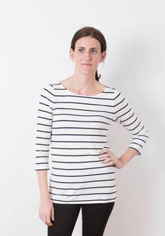 Buy the Lark Tee sewing pattern from Grainline Studio. With a modern, slim fit ideal for layering, the Lark Tee is your closet's new best friend. Clothing Patterns, Sewing Patterns, Shirt Patterns, Paper Patterns, Dress Patterns, Make Your Own Clothes, Vogue, Pullover, Sewing Clothes