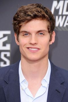 Actor Daniel Sharman arrives at the 2013 MTV Movie Awards at Sony Pictures Studios on April 2013 in Culver City, California. Teen Wolf Isaac, Stiles Teen Wolf, Teen Wolf Boys, Teen Wolf Cast, Cenas Teen Wolf, Meninos Teen Wolf, Hot Actors, Famous Men, Most Beautiful Man