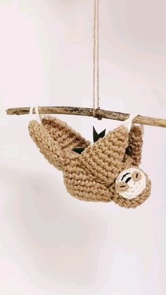 Sloth mini planter, succulent planter, air plant planter, handmade crochet planter, home decor - This adorable crochet sloth plant hanger combines fun design with practicality. Crocheted in neutra - Crochet Home Decor, Crochet Crafts, Yarn Crafts, Crochet Toys, Crochet Projects, Crochet Sloth, Crochet Animals, Crochet Plant Hanger, Wall Plant Hanger