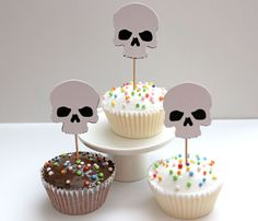 These skull cupcake toppers are sure to be a hit at your next theme party! They add the perfect amount of spooky to any dessert table. They look great on cupcakes but can also jazz up other foods like appetizers, sandwiches or brownies.