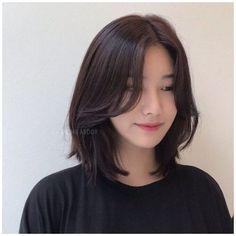 Asian Short Hair, Short Hair With Bangs, Girl Short Hair, Hairstyles With Bangs, Short Hair Cuts, Short Hair Korean Style, Korean Haircut Medium, Asian Hair Medium Length, Asian Haircut Short