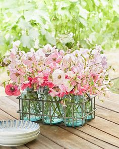 The best things in life are simple—like fresh flowers! ☀️ #CLdecor #springfever #pretty (: David Tsay)