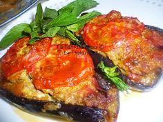Οι μελιτζάνες παπουτσάκια είναι ένα από τα αγαπημένα, καλοκαιρινά,  οικογενειακά  φαγητά, με πολύ χρώμα και υπέροχη γεύση. Είναι ένα εξ... Salmon Burgers, Pork, Meat, Ethnic Recipes, Kale Stir Fry, Pork Chops