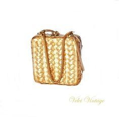 53563bad9 Bolso dorado principios siglo xx. Bolso de fiesta dorado cuadrado | Velei  Vintage : Bolsos antiguos ...