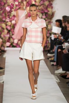 We Want to Live in Oscar de la Renta's Fairy Tale: Away from the hustle of Lincoln Center and the West Side studios, Oscar de la Renta presented his Spring 2015 collection to a hushed room of editors and insiders.