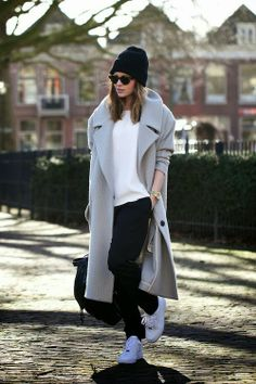 THE COMFY COMBO TO TRY beanie-and-sneaker