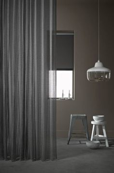 Nieuwe Toppoint gordijnstoffen in de My Taste Curtains GP Dekor showroom Home Curtains, Curtains With Blinds, Sheer Curtains, Window Curtains, Shades Of Grey, Ikea, Stores, Window Treatments, New Homes