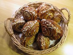 Korvapuusti (cinnamon and cardamon buns) 42 Traditional Finnish Foods That You Desperately Need In Your Life Finnish Cuisine, Finland Food, Yummy Treats, Delicious Desserts, Swedish Dishes, Finnish Recipes, Scandinavian Food, International Recipes, Good Food