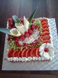 inspiration from the net - Food Carving Ideas Cute Food, Good Food, Yummy Food, Yummy Snacks, Vegetable Carving, Food Carving, Food Garnishes, Garnishing, Party Buffet