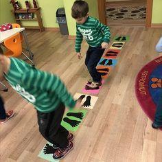 Ótimo para trabalhar a coordenação motora ampla, lateralidade, concentração, equilíbrio e é uma atividade física. Você pode montar co...