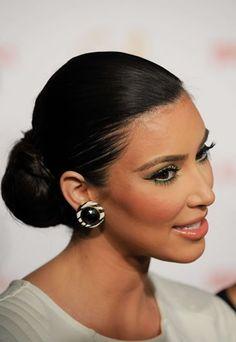 Wickeldutt - Chignon im Nacken - Kim Kardashian
