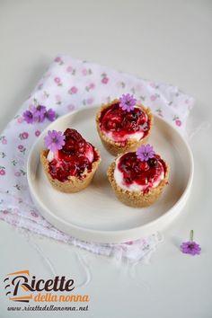 Foto mini cheesecake con mousse di yogurt e frutti di bosco