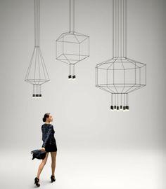 A marca Vibia tem propostas muito diferentes para a iluminação da sua casa. Venha à Stoc Casa e mostramos-lhe ainda mais soluções.