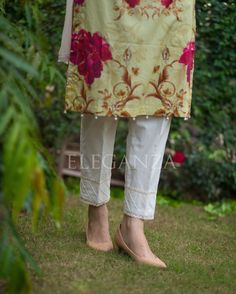 Straight pants with double lasing and pintax filled. Pakistani Fashion Casual, Pakistani Dresses Casual, Pakistani Dress Design, Salwar Neck Designs, Kurta Designs Women, Dress Designs For Girls, Embroidery Suits, Indian Designer Outfits, Fashion Pants
