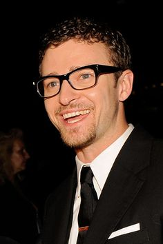 Justin Timberlake Photos Photos - Musician Justin Timberlake attends the 2009 CFDA Fashion Awards at Alice Tully Hall in Lincoln Center on June 15, 2009 in New York City. - 2009 CFDA Fashion Awards - Inside