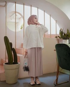 Style Tips: Rok Plisket, Item Fashion Paling Hits untuk Hijabers Saat Ini Trendy Dresses, Modest Dresses, Modest Outfits, Boho Outfits, Fashion Outfits, Casual Dresses, Sporty Fashion, Fall Outfits, Casual Hijab Outfit