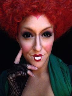 maquillaje de bruja, la mala de alisia en el país de maravillas, labios dibujados muy pequeños, cara contorneada en rojo