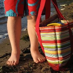 Mesh Bottom Beach Bag tutorial - mesh allows sand and water to drain, keeping toys and beach gear safe - great idea