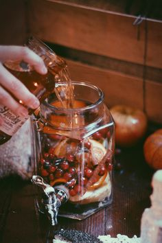 Winter Sangria Recipes: Pumpkin, Cinnamon, and Apple Spiced Sangria Fall Drinks, Holiday Drinks, Party Drinks, Pumpkin Recipes, Fall Recipes, Holiday Recipes, Holiday Meals, Spiced Apples, Cinnamon Apples