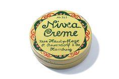1911:Die erste Nivea Creme kommt auf dem Markt.   1911: la première crème NIVEA arrive sur le marché. #nivea #history