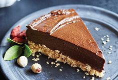 A delicious vegan chocolate torte perfect for entertaining all guests. Healthy Treats , Decadent chocolate truffle torte recipe BBC Good F. Chocolate Orange, Chocolate Puro, Chocolate Torte, Decadent Chocolate, Vegan Chocolate, Stevia Chocolate, Desserts Crus, Raw Desserts, Dessert Recipes