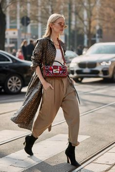 Fashion Week in Milan: buongiorno, the sophisticated street style - Nactumu Women Moda Outfits, Edgy Outfits, Grunge Outfits, Outfits For Teens, Fall Outfits, Street Style Chic, Looks Street Style, Fashion Mode, Vogue Fashion