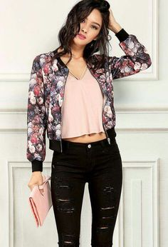 Floral bomber jacket jaqueta jeans rosa, jaqueta bomber floral, jaqueta floral, casacos e Bomber Jacket Outfit, Floral Bomber Jacket, Jacket Jeans, Printed Bomber Jacket, Pants, Look Fashion, Fashion Outfits, Womens Fashion, Fashion Spring