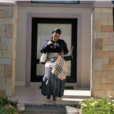 there are some incredible styles you can see with TRADITIONAL XHOSA AND ZULU that will make you the center of attention at any occasion African Fashion Skirts, South African Fashion, African Fashion Designers, African Dresses For Women, African Clothes, Xhosa Attire, Hair Wrap Scarf, Shweshwe Dresses, African Traditional Dresses