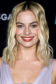 Platinum Blonde Hair Color, Cool Blonde Hair, Hair Color For Black Hair, Margot Robbie Hair, Actriz Margot Robbie, Classy Hairstyles, Celebrity Hairstyles, Wig Hairstyles, Silver Ombre Hair