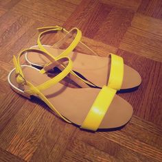 Zara Yellow Sandals Mary-Jane Style size 37 Willing to do ️Y ️L  for less. Yellow sandals from Zara just this past season, these sandals are a fun and affordable way to add color to your outfit. The patent leather look for cheaper. Size 37. The black mark is just a rubber mark that can come off with a wet towel & soap. Silver outer lining to the heel! LIGHTLY WORN ABOUT 5 TIMES. Zara Shoes Sandals