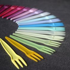 Party forks Pick your color by MademoiselleChipotte Magenta, Pink Yellow, Bohemian Party, Summer Picnic, Party Summer, All Things Fabulous, Rainbow Wedding, Colorful Party, Party Entertainment