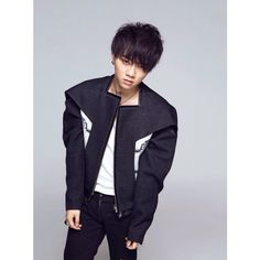 """COMING SOON…8月火星演唱会"" cr:朱PENG #华晨宇#huachenyu"