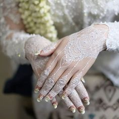 Henna Nail Art, Henna Nails, Pretty Henna Designs, Bridal Mehndi Designs, White Henna, Wedding Henna, Mehndi Images, Bollywood Wedding, Simple Henna