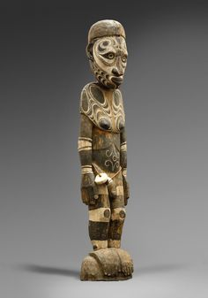 A MIDDLE SEPIK MALE FIGURE Papua New Guinea, Auktion 1045 Afrikanische und Ozeanische Kunst, Lot 129