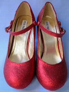 "Yes, those look fabulous and better than other glitterize a la mod podge shoes;  ""DIY Glitter Shoes Tutorial, just take an old pair of plain shoes and make them into something beautiful!"""