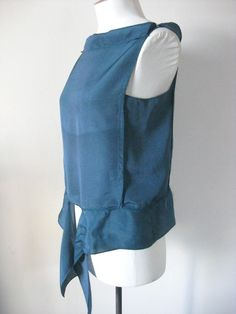 http://thedreamstress.com/2012/03/tutorial-how-to-make-the-deco-echo-blouse/