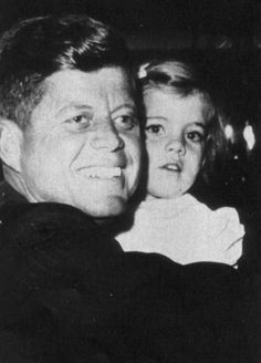 father-daughter President John F. Kennedy and daughter, Caroline. John Kennedy, Estilo Jackie Kennedy, Caroline Kennedy, Sweet Caroline, Jaqueline Kennedy, Familia Kennedy, Dallas, John Junior, John Fitzgerald