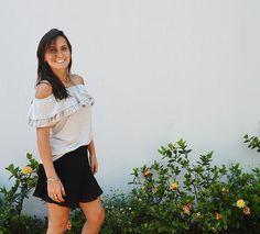 zpr Look amorzinho: Blusa básica ombro a ombro (com babadinhos ❤) e short saia plissado! Look neutro, versátil e super delicado!  Vai lá no nosso site! ❤ #lojavirtual #lookversátil #lookdodia #moda #ecommerce #ciganinha #babados #shortsaia #plissado #tendência