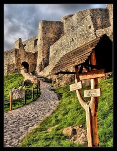 Spissky castle, Slovakia - Explore the World with Travel Nerd Nici, one… Bratislava, Beautiful Castles, Beautiful Places, Great Places, Places To See, Europe Centrale, Heart Of Europe, Castle In The Sky, Castle Ruins