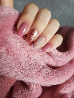 Dusky pink and different shades of glitter. Spring nails, these are so simple and cute.