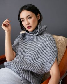 Soft hues discover the latest chcarolinaherrera collection online and instores Knitwear Fashion, Knit Fashion, Sweater Fashion, Fashion Looks, Knitting Blogs, Hand Knitting, Knitting Patterns, Stitch Patterns, Baby Pullover