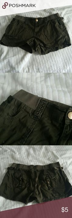 13/14 olive green military inspired cargo shorts Used condition, slight pilling. Maurices Shorts