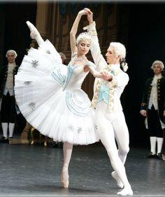 Ballet Images, Ballet Photos, Tutu Costumes, Ballet Costumes, Ballet Art, Ballet Dancers, Ballet Russe, John Wilson, Ballet Performances
