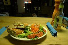 Lea hatte am Mittwoch Geburtstag! Herzlichen Glückwunsch nachträglich!! Zur Feier des Tages gings ins Freckles, wo man leckere vegane Paninis mit Salat bekommt. http://www.veganinberlin.com/vegan-wednesday-19-geburtstagsedition/