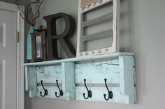 Nice 39 Easy And Creative Diy Pallet Project Home Decor Ideas. More at https://trendecorist.com/2018/02/07/39-easy-creative-diy-pallet-project-home-decor-ideas/