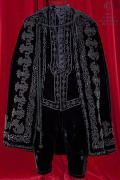 King Louis XIII...Costume Louis XIII style. Cape, doublet and breeches of black velvet with beaded trimmings jet, jet buttons.